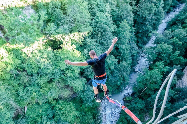 Une belle montée d'adrénaline en saut à l'élastique depuis le pont de Saint-Gervais © Boris Molinier