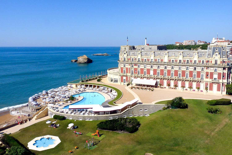 L'Hôtel du Palais, seul palace de la côte atlantique © DR