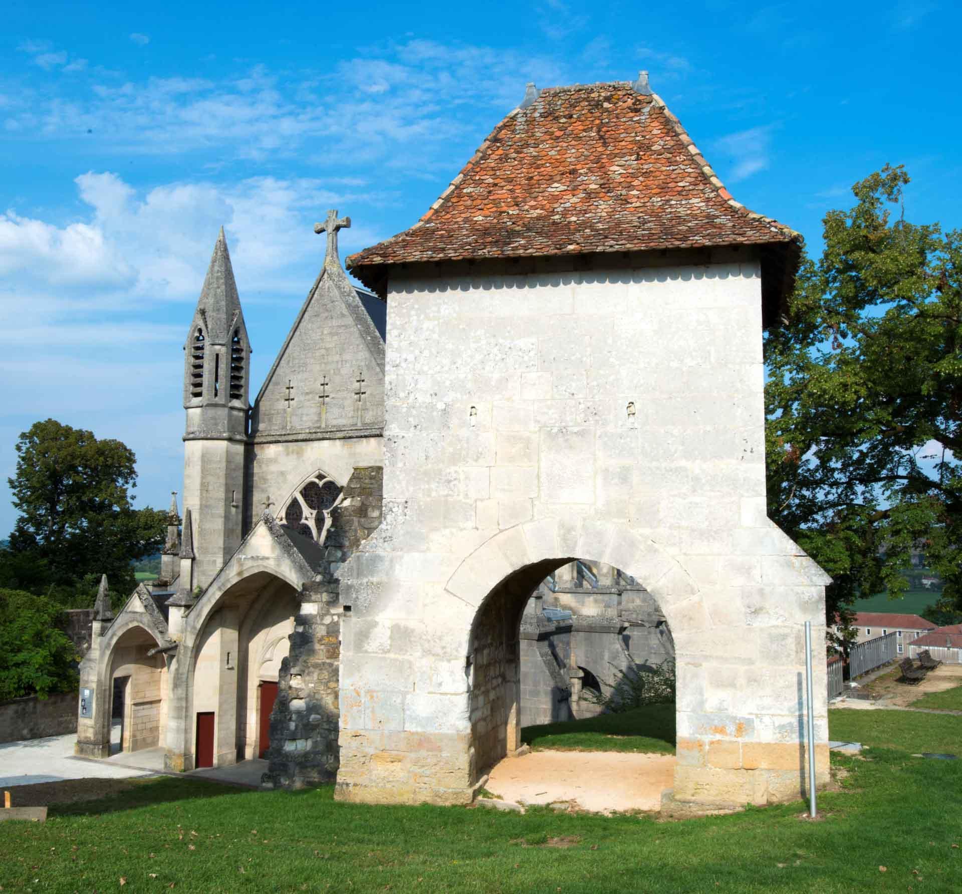 La chapelle castrale et la Porte de France à Vaucouleurs © Guillaume Ramon