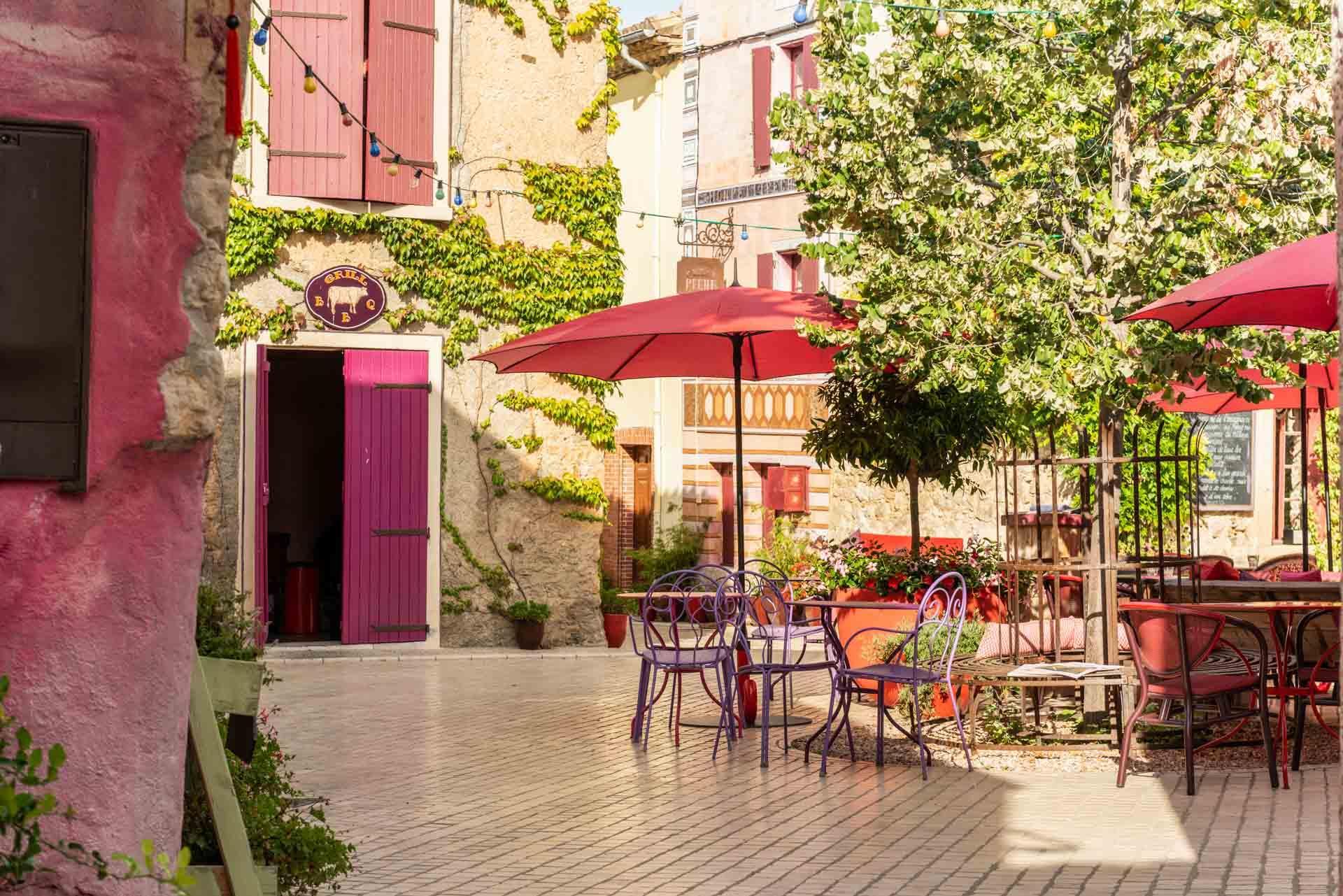 La place centrale du village de Castigno © DR