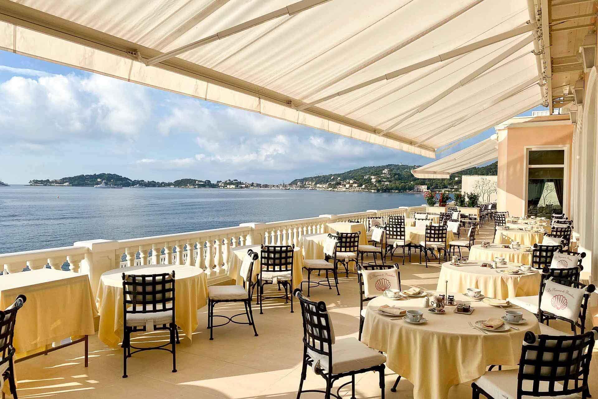 La Réserve de Beaulieu — terrasse du Restaurant des Rois © Emmanuel Laveran