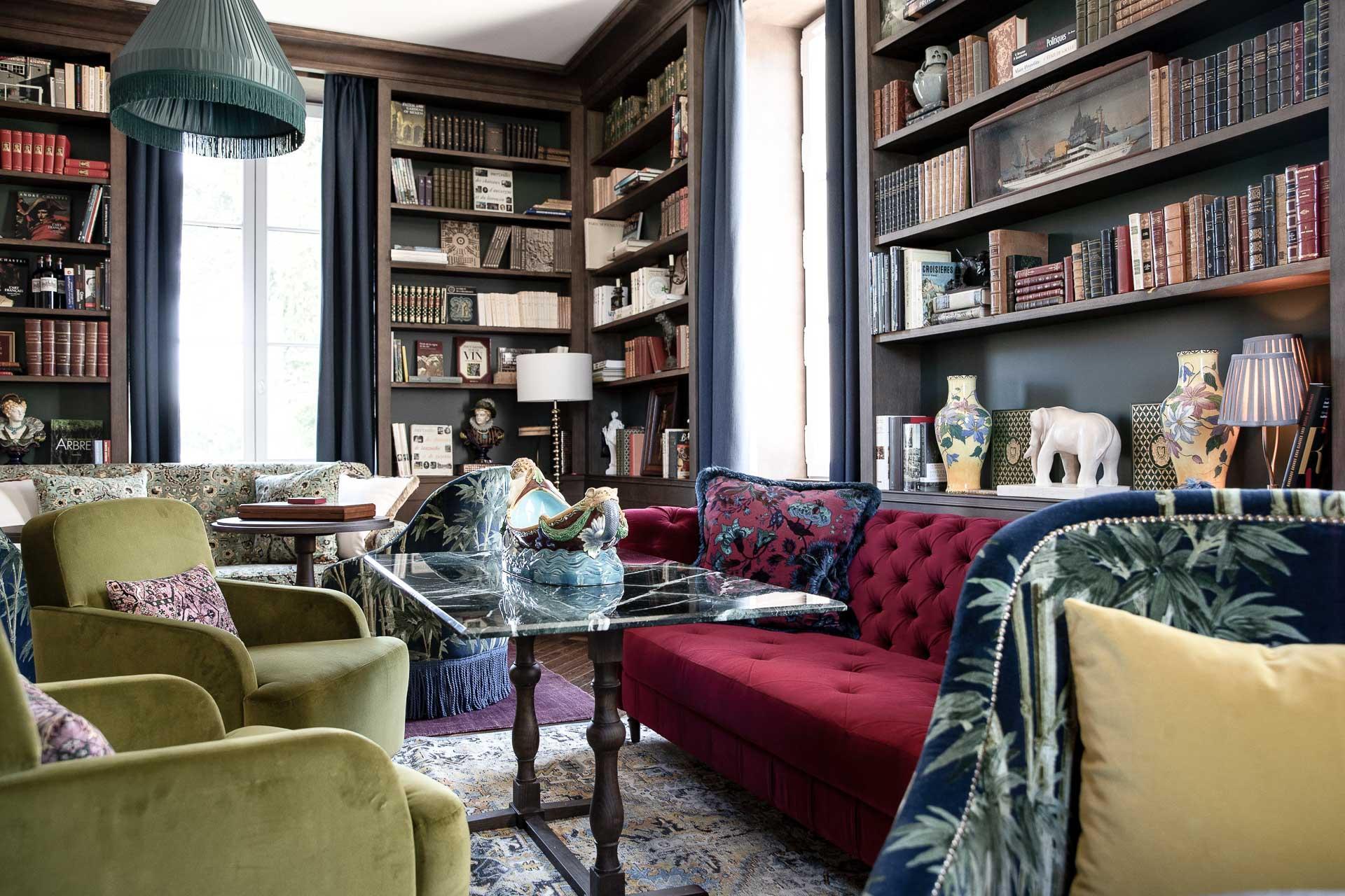 La librairie de l'hôtel sert d'espace de détente cosy qui rappelle le noble passé de la maison. ©G.Gardette.