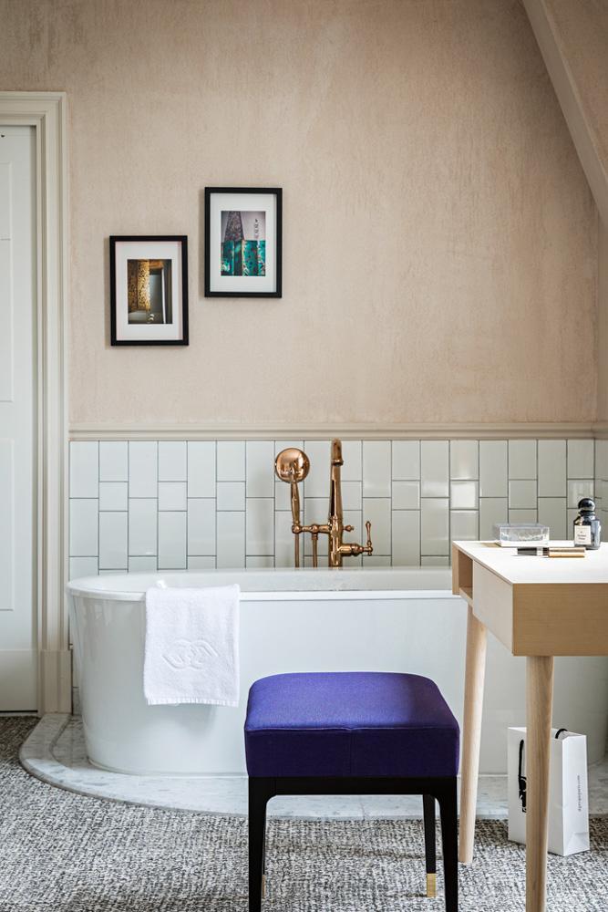 Salle de bain au Sofitel Le Scribe Paris Opéra © Yann Deret