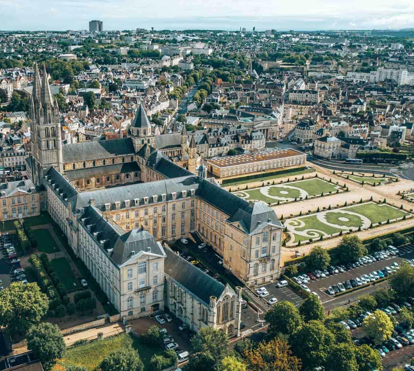 L'Abbaye aux Hommes à Caen © Les Droners