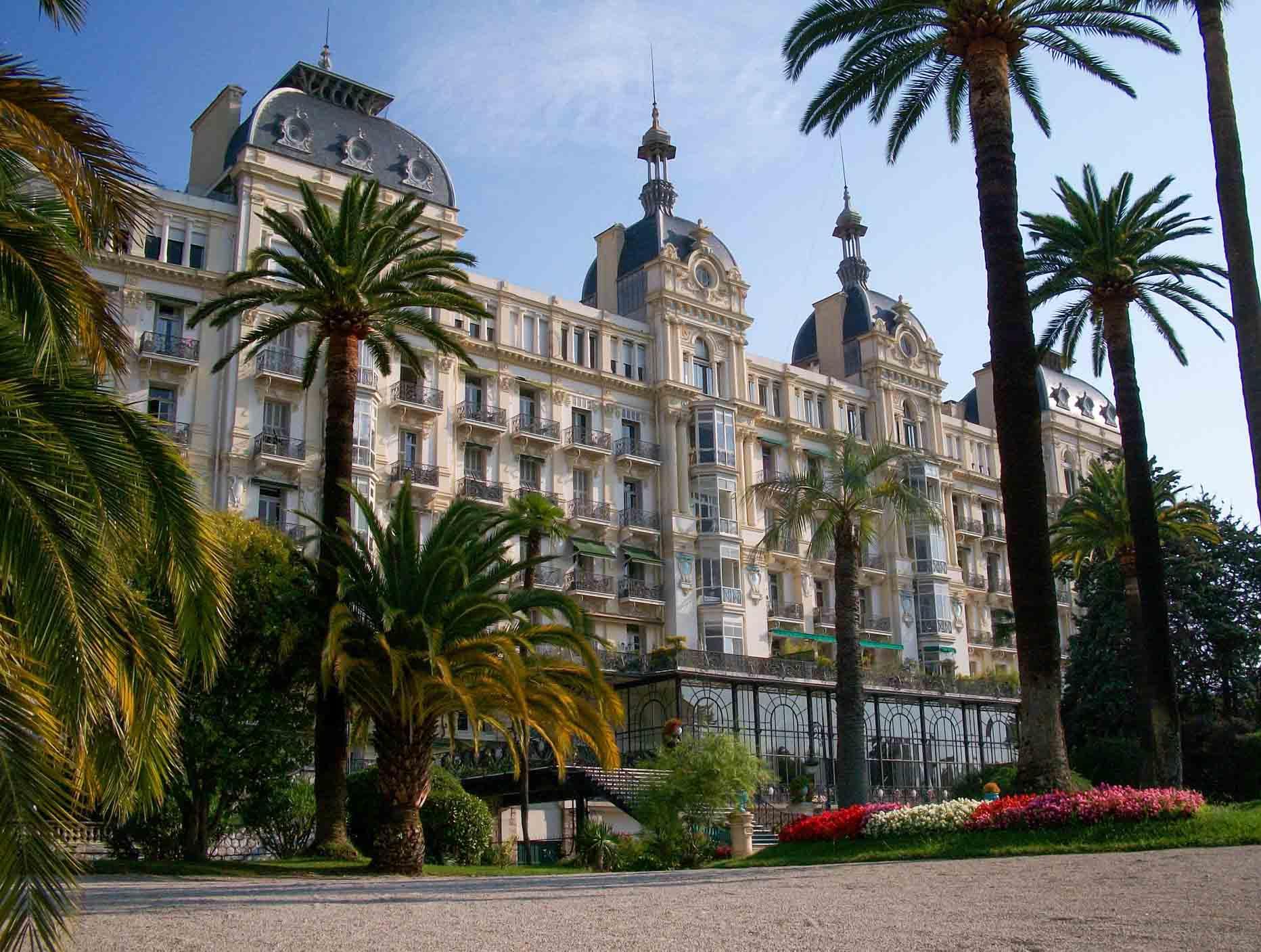 L'ancien Excelsior Hôtel Regina à Nice © Velvetia, CC BY-SA 3.0, via Wikimedia Commons