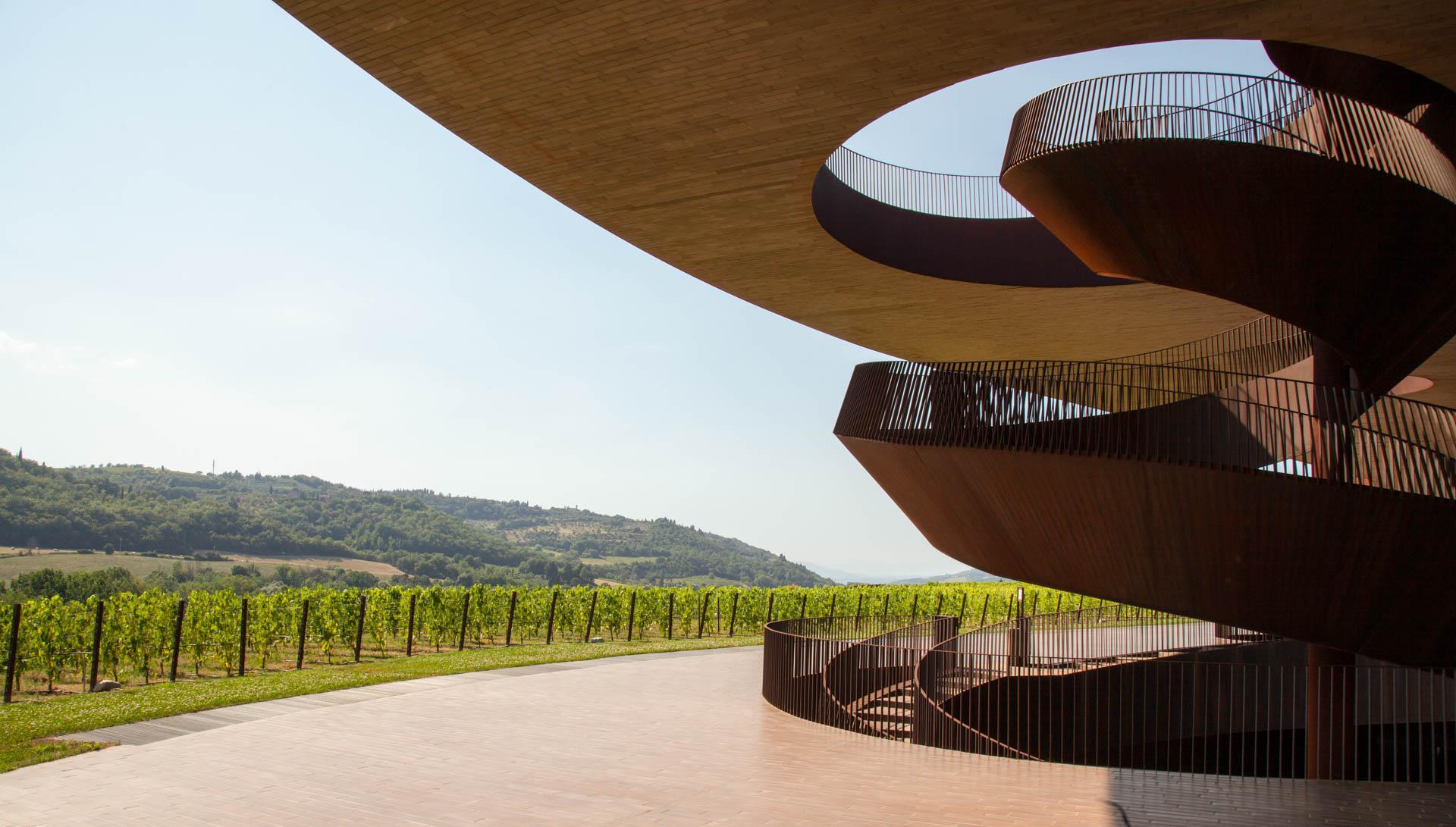 Cantina Antinori nel Chianti Classico – Escalier © DR