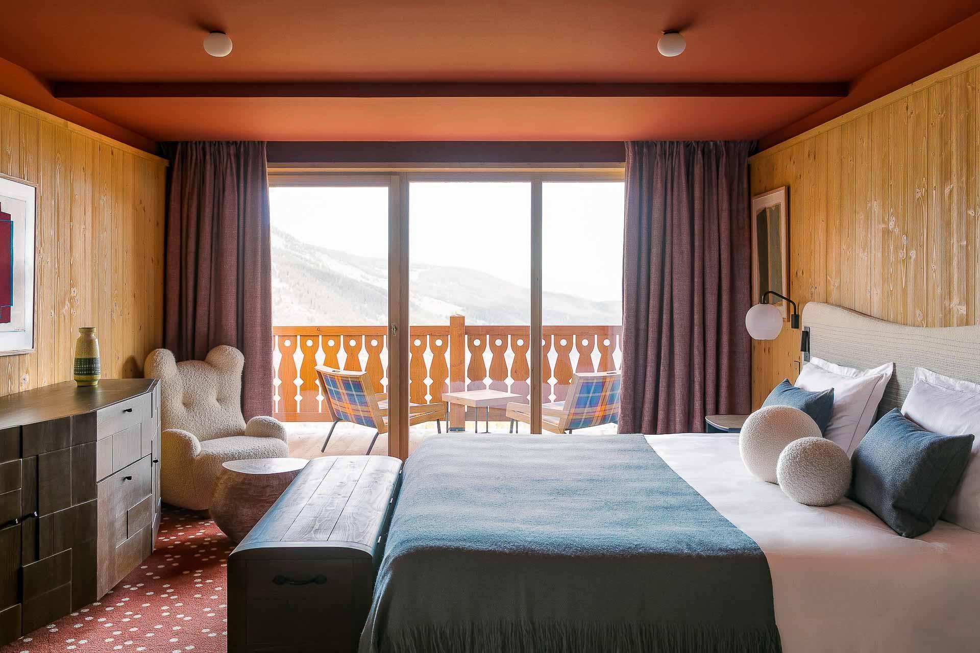Chambre avec balcon et vue au Coucou © Jérôme Galland