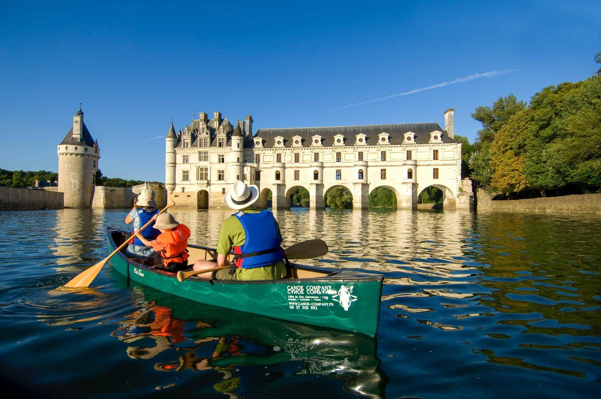 Promenade bucolique sur la rivière qu'enjambe Chenonceau © JFS Souchard CRTC Centre Val de Loire