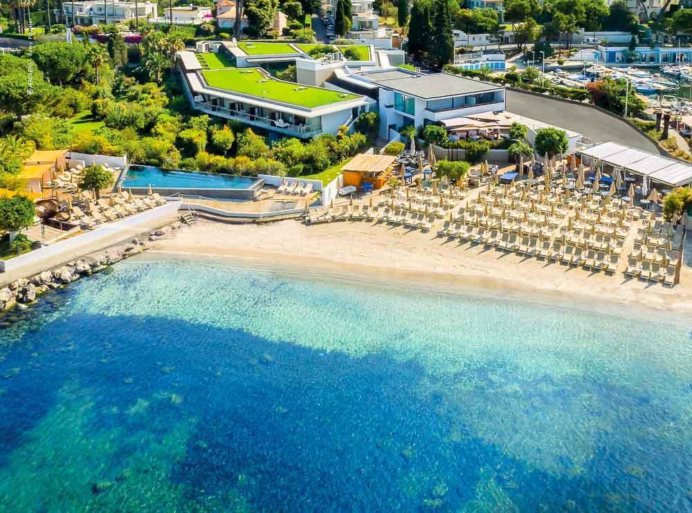 Cap d'Antibes Beach Hotel : la plage de l'hôtel vue du ciel © DR