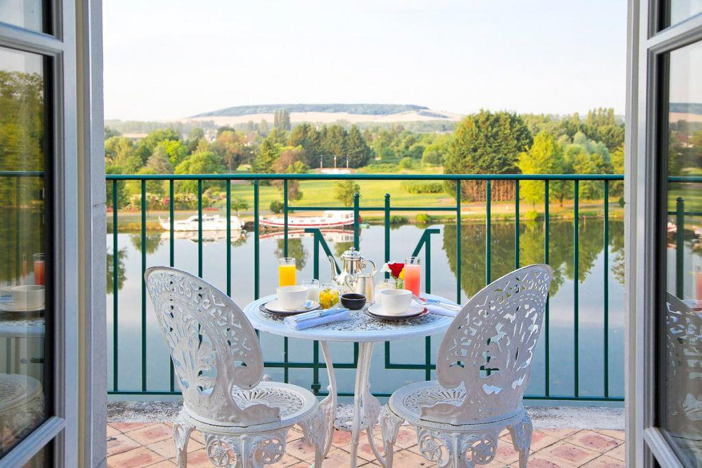 La vue sur l'Yonne depuis les chambres de la Côte Saint-Jacques © Côte Saint-Jacques