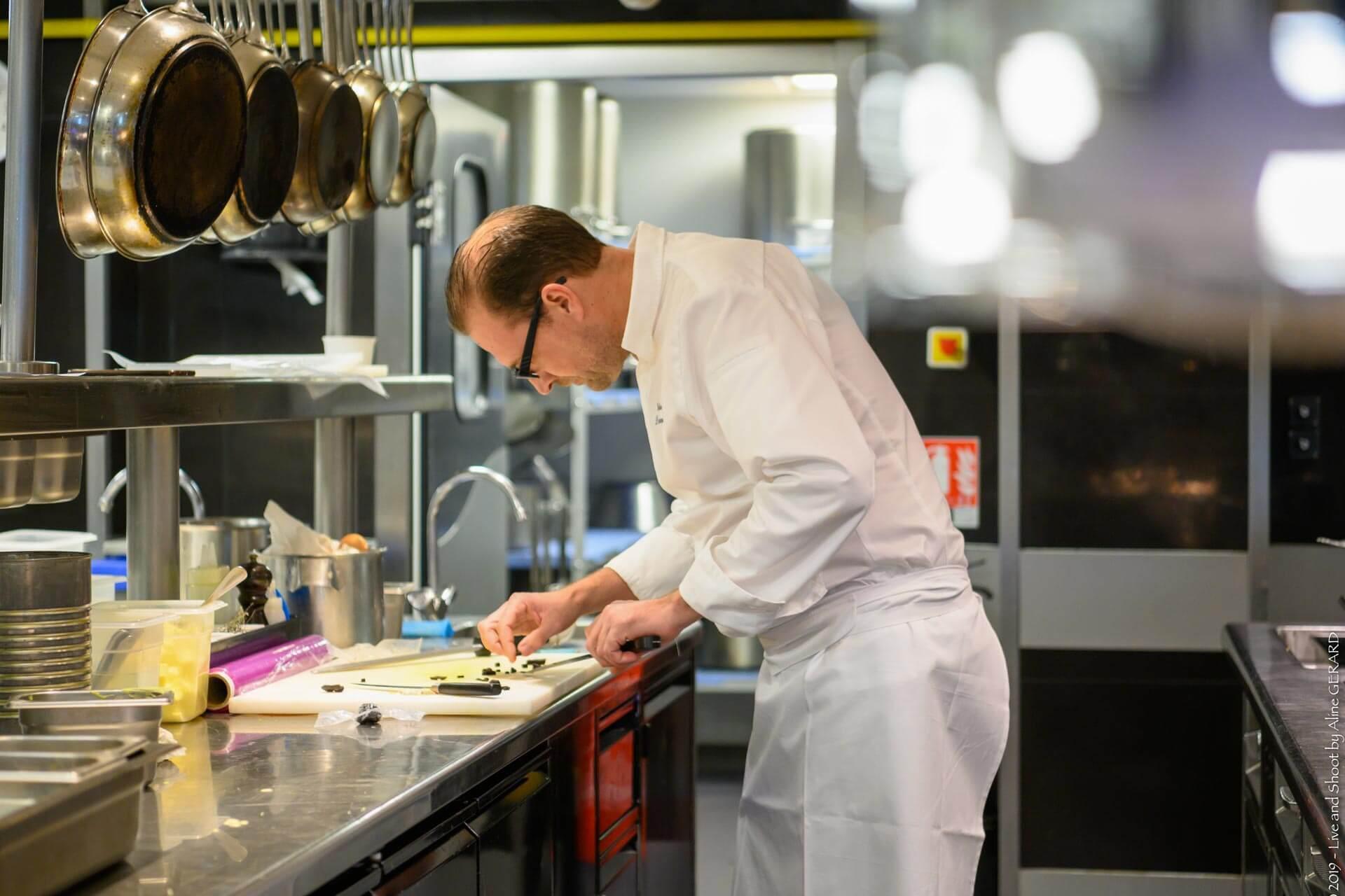 Gatien Demczyna en cuisine © Le Couvent des Minimes