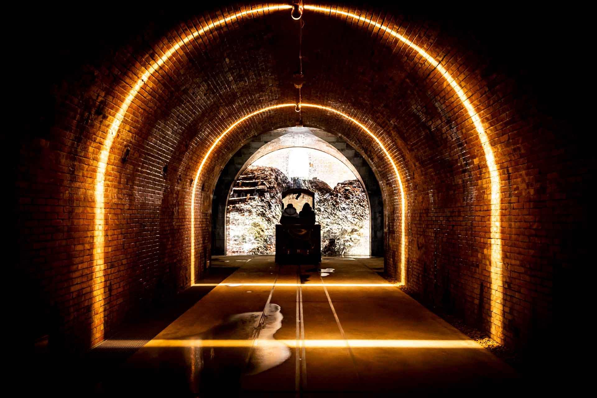Projections, vidéos et effets lumineux enrichissent l'expérience dans les tunnels souterrains de la Citadelle © Grand Verdun Anne Schwab Nodée