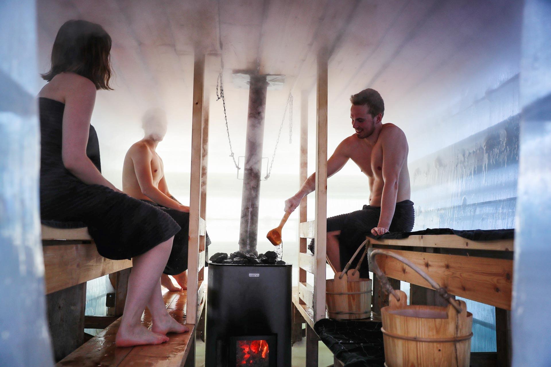 Un sauna construit en glace ? C'est possible ! © Harri Tarvainen - VisitFinland