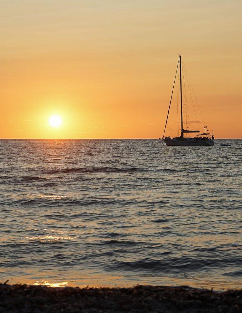 Coucher de soleil depuis la plage, à deux pas de Beso Beach Formentera © MB   YONDER.fr