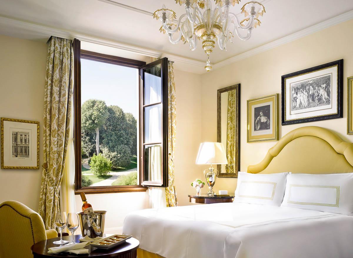 Four Seasons Hotel Firenze | Premier Room © Four Seasons Hotels & Resorts