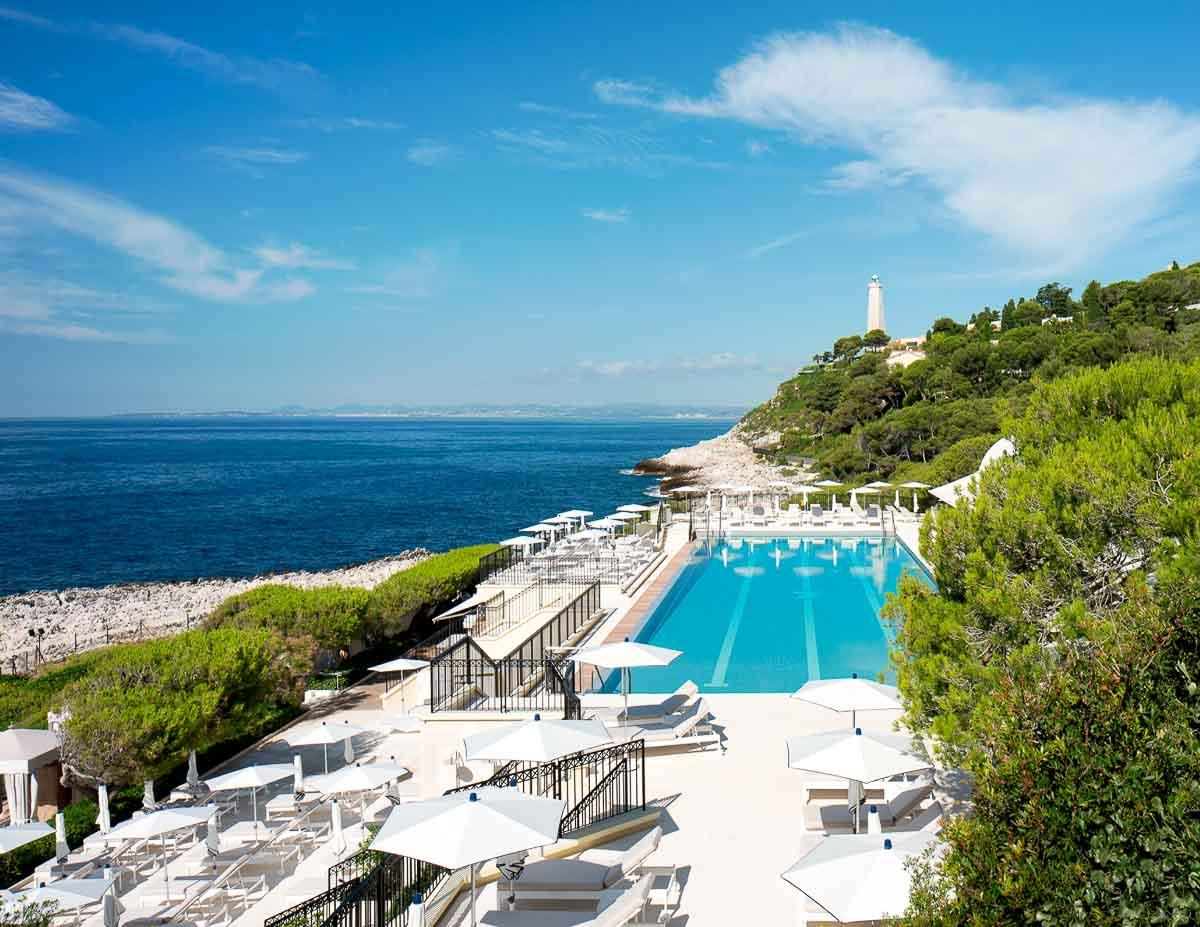La piscine du Club Dauphin au Grand-Hôtel du Cap-Ferrat ©Four Seasons Hotels & Resorts