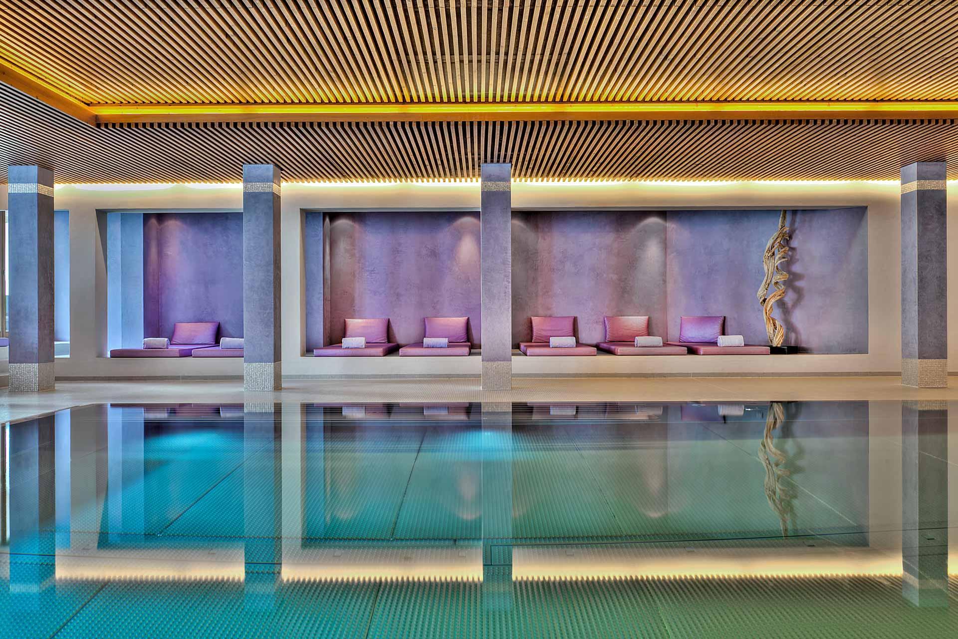 La piscine d'eau salée de l'hôtel Park Gstaad © Destination Gstaad.