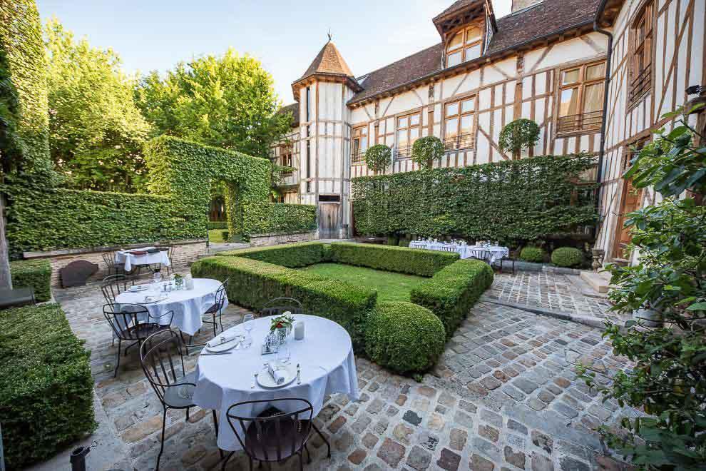 Le jardin de la La Maison de Rhodes, dans le centre de Troyes © Maison de Rhodes