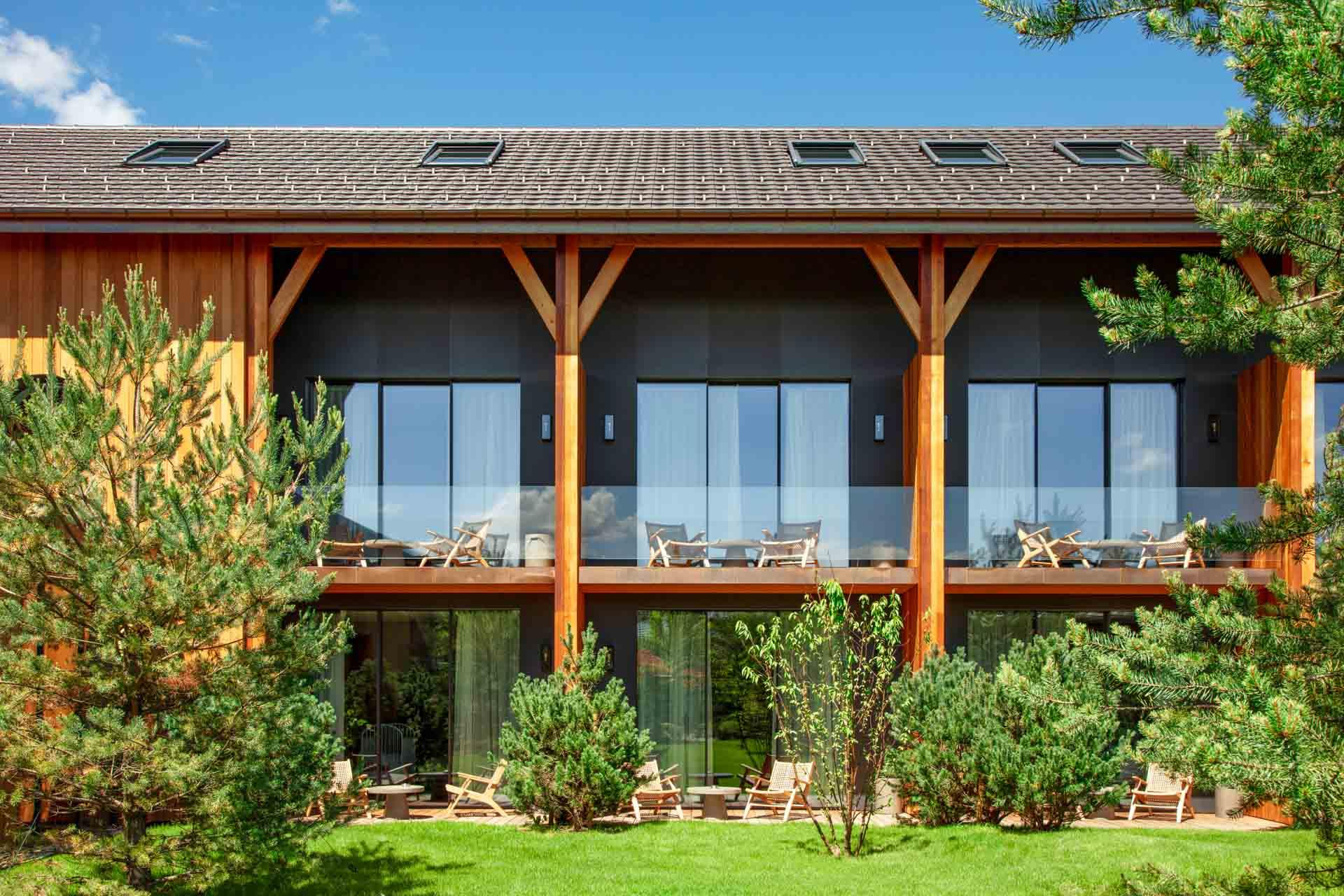 Le Jiva Hill Resort s'insère dans la nature avec sa structure en bois © Lenaka