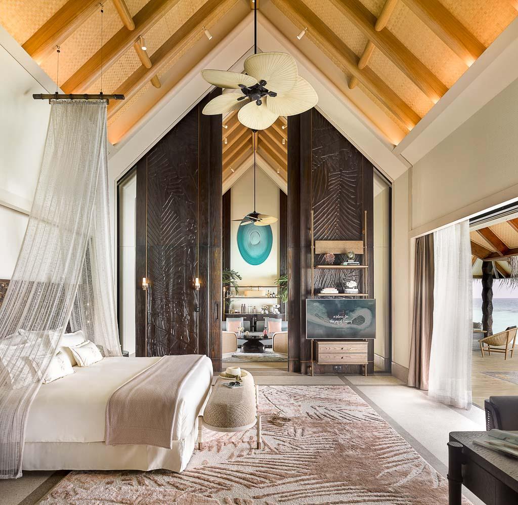 Les villas du Joali Maldives se distinguent par leurs intérieurs élégants et leur hauteur sous plafond © Joali