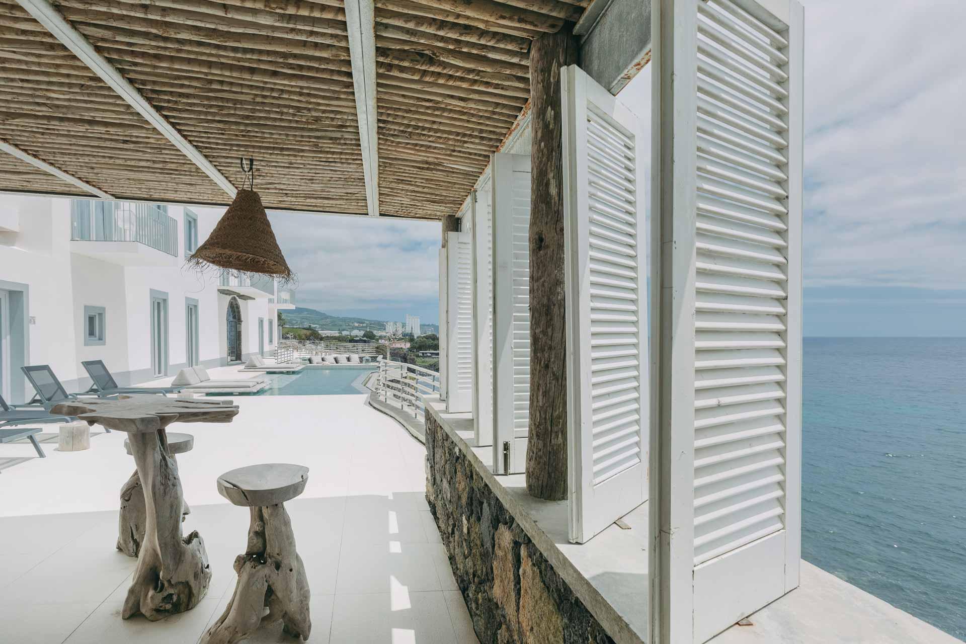 Vue plein océan et piscine à débordement sur la terrasse © Armando Jorge Mota Ribeiro