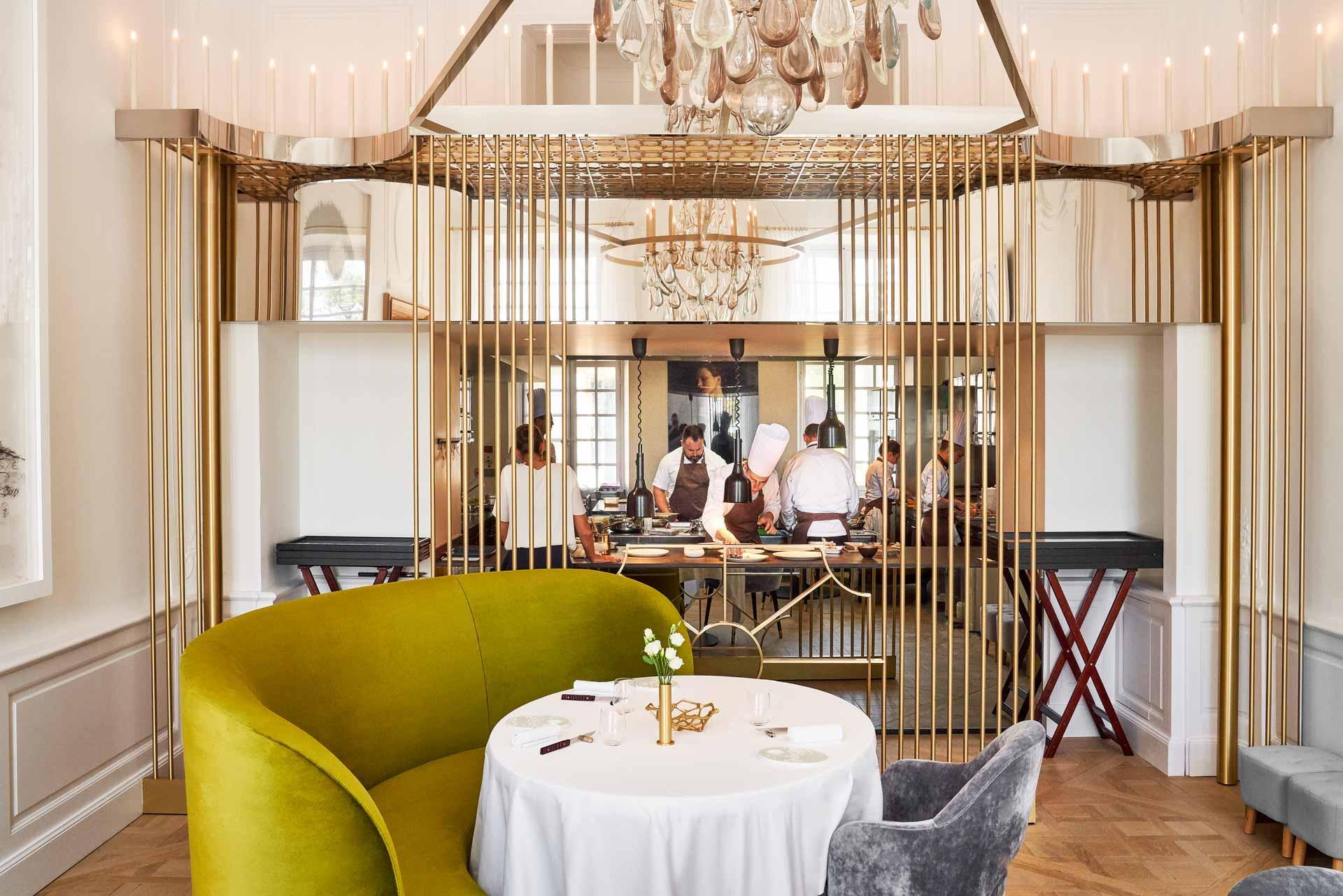 Le restaurant gastronomique du Château de la Gaude © Richard Haughton