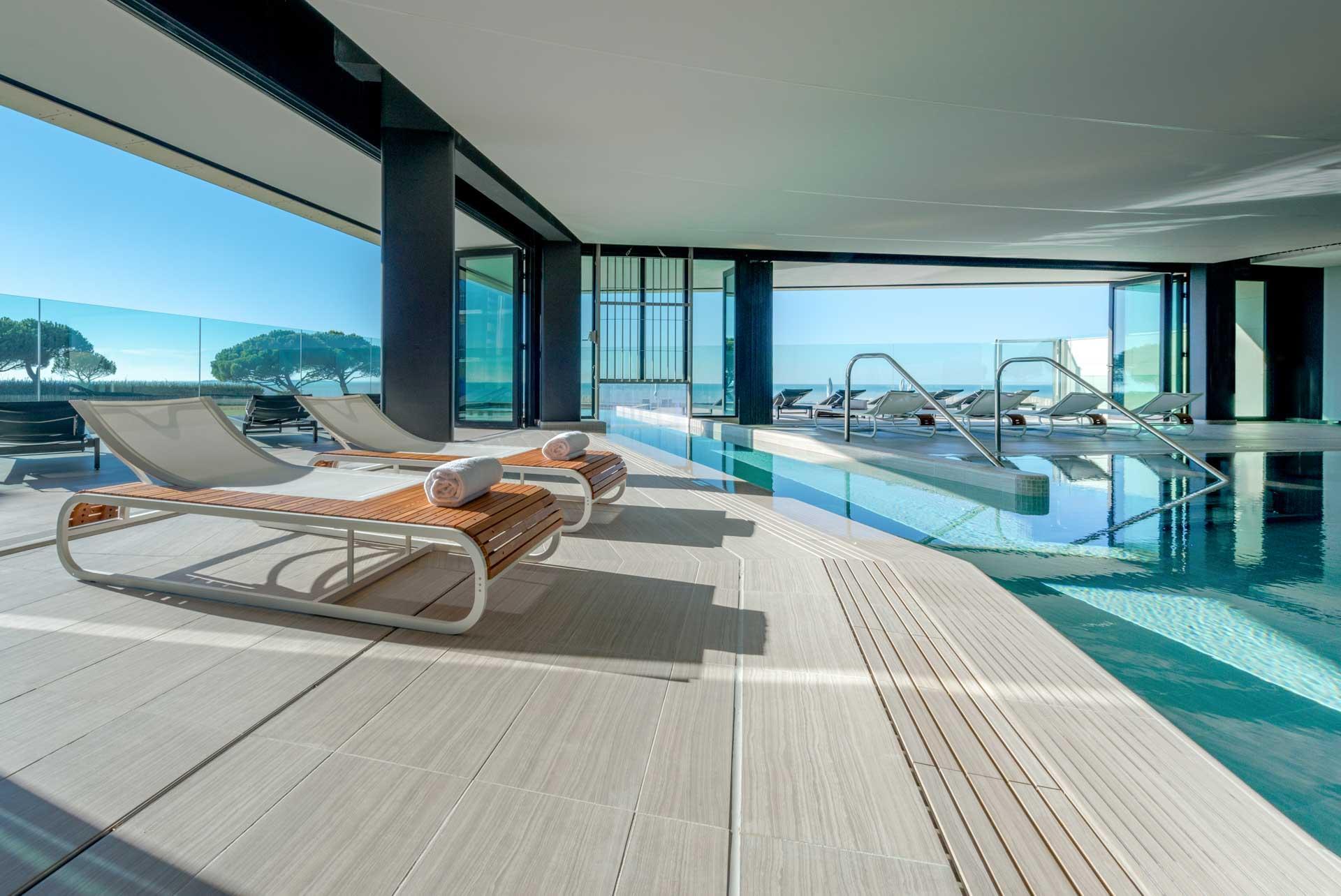 La piscine intérieure du Grande Terrasse Hôtel & Spa © DR