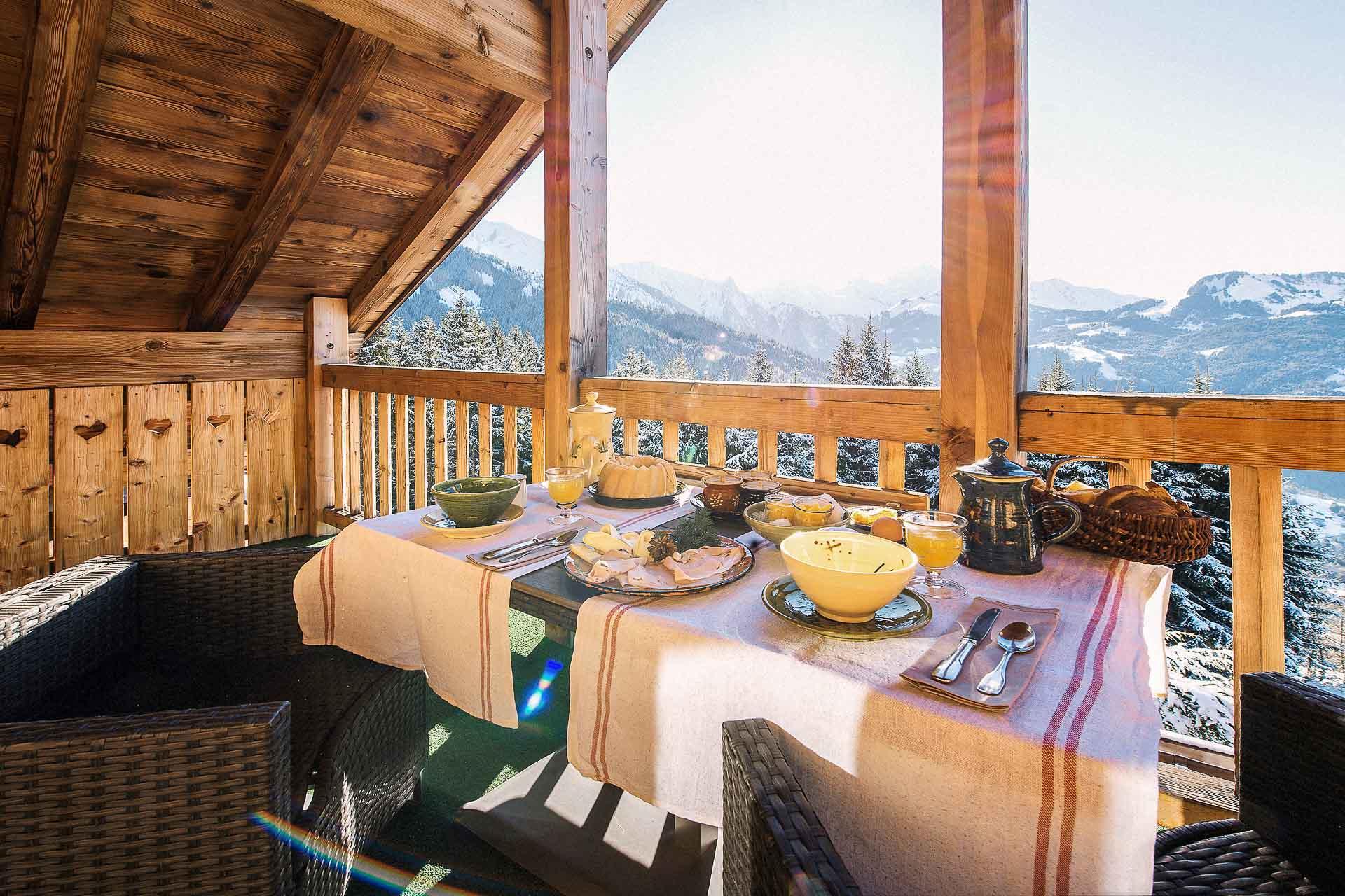 Le petit-déjeuner en terrasse. © Sophie Molesti David Andre.