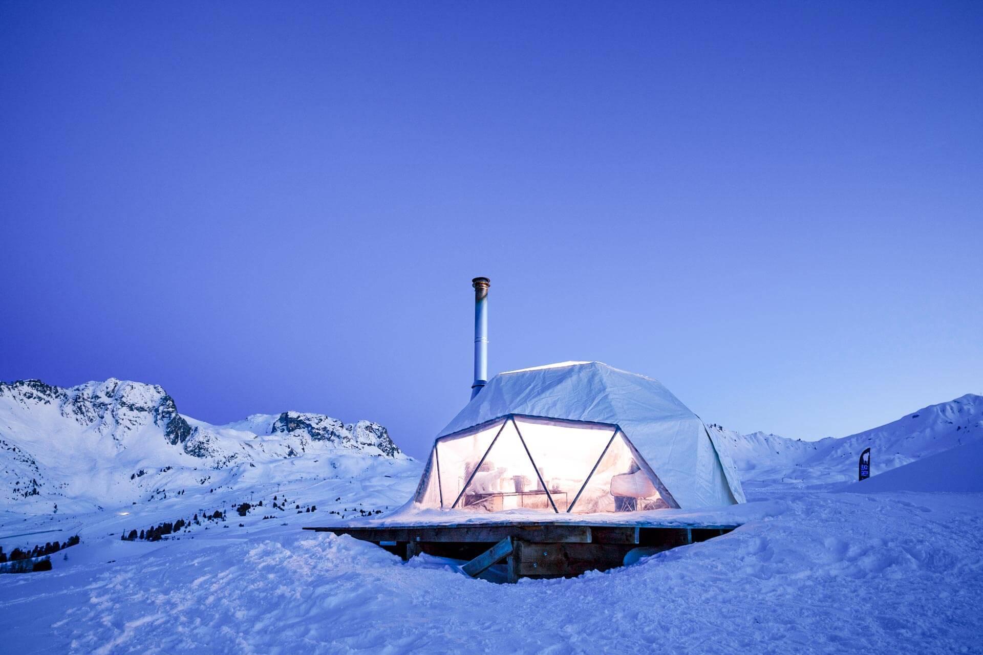 Passer une nuit au sommet dans un igloo © Elina Sirparanta
