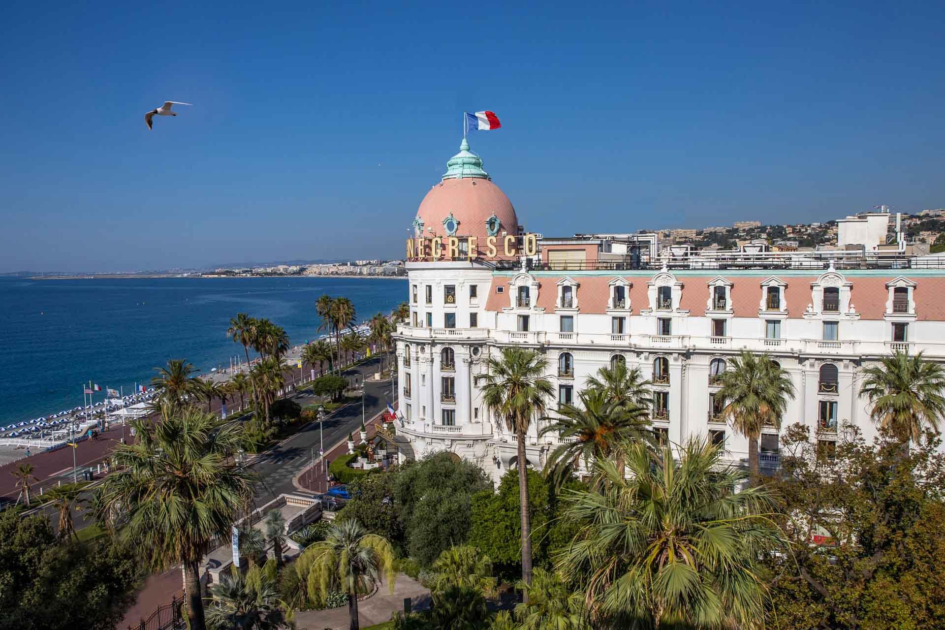 La façade emblématique du Negresco et sa rotonde, sur la Promenade des Anglais à Nice © Grégoire Gardette