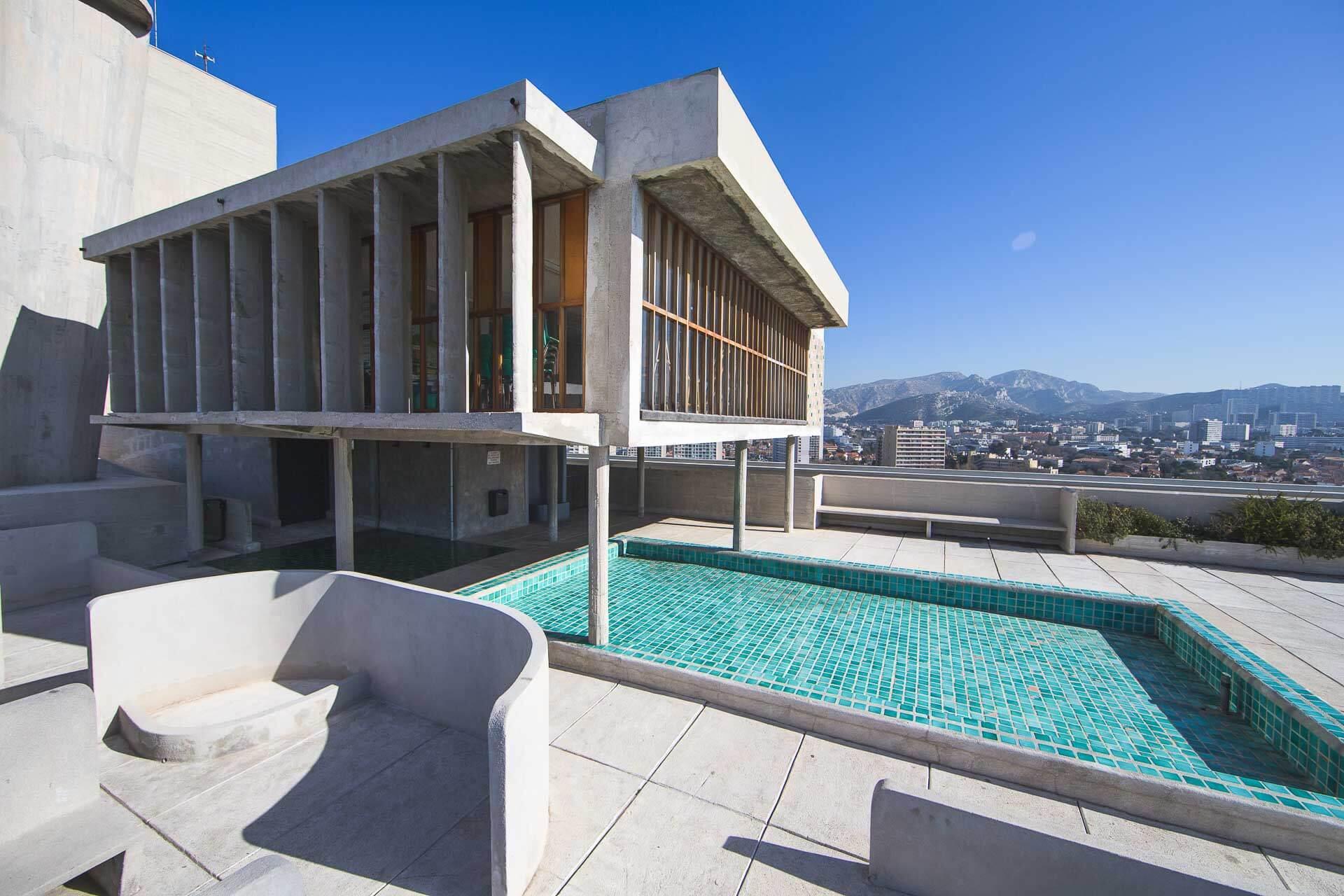 Toit terrasse et pataugoire de l'hôtel Le Corbusier © DR