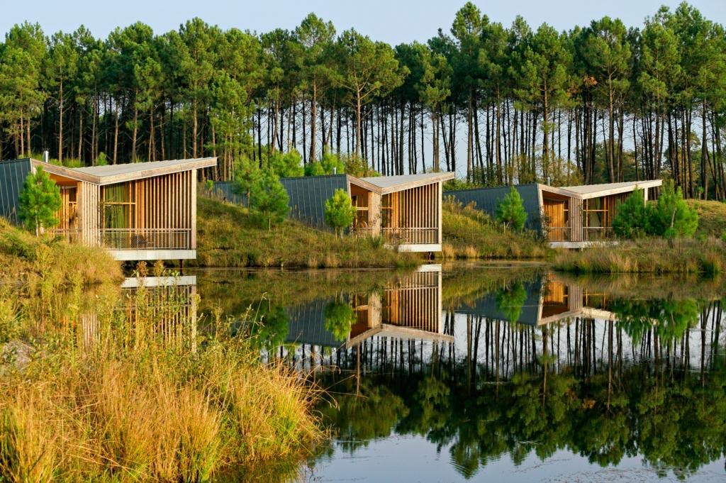 """Les """"modges"""" sur le lac aux Echasses © DR"""
