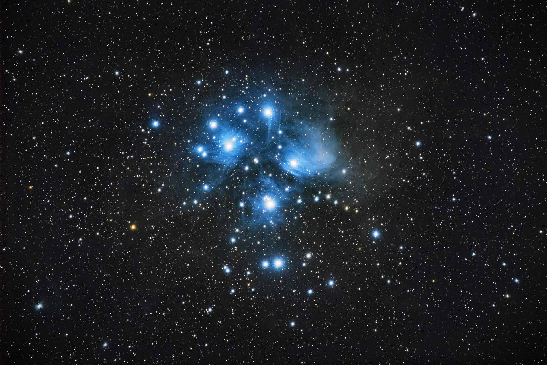 Observables à l'œil nu dans le ciel d'automne, les Pléiades se révèlent pleinement par télescope © Arnaud Mariat
