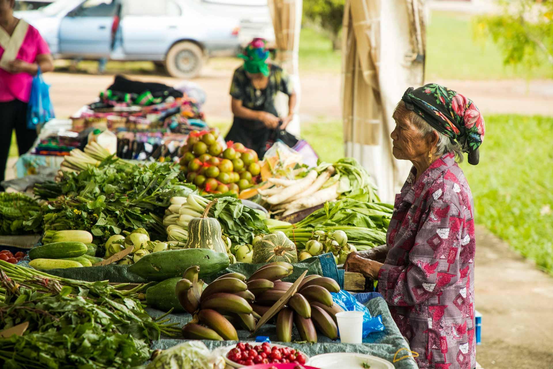 Le marché Hmong à Javouhey © Wladimir Kinnoo