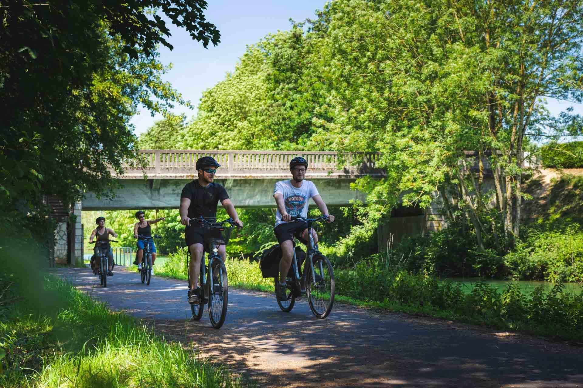 Longer la Meuse à vélo près de Verdun © Pierre Defontaine Artge