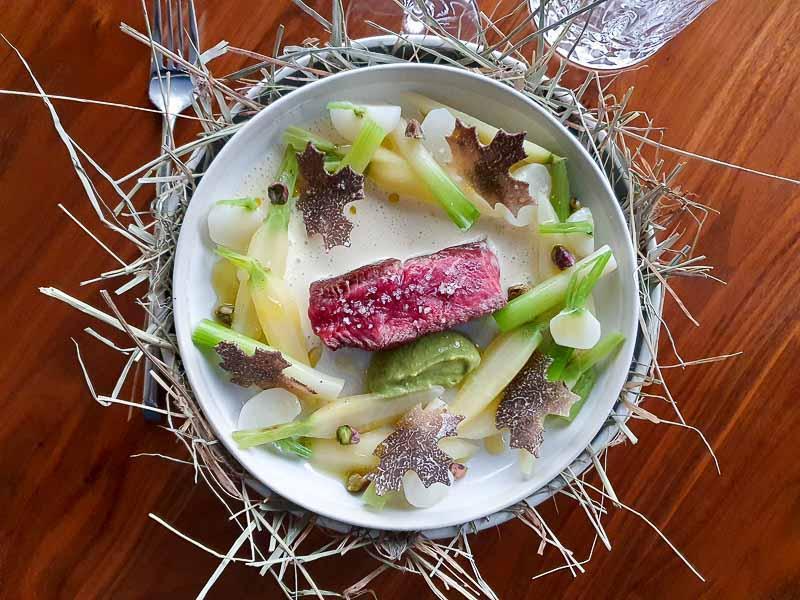 Le plat de bœuf Wagyu imaginé par Gaël Orieux, chef du restaurant Auguste (Paris 7e)