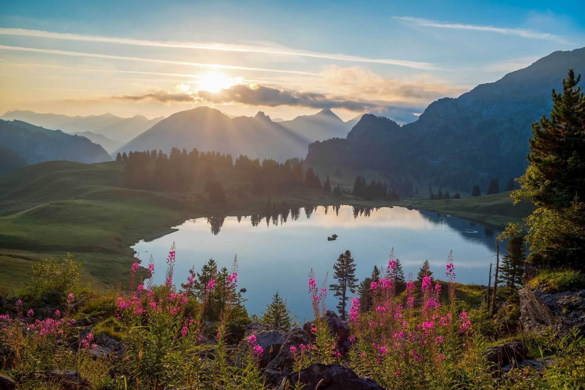 Panorama sur le lac de Seeberg depuis les sommets environnants © Destination Gstaad