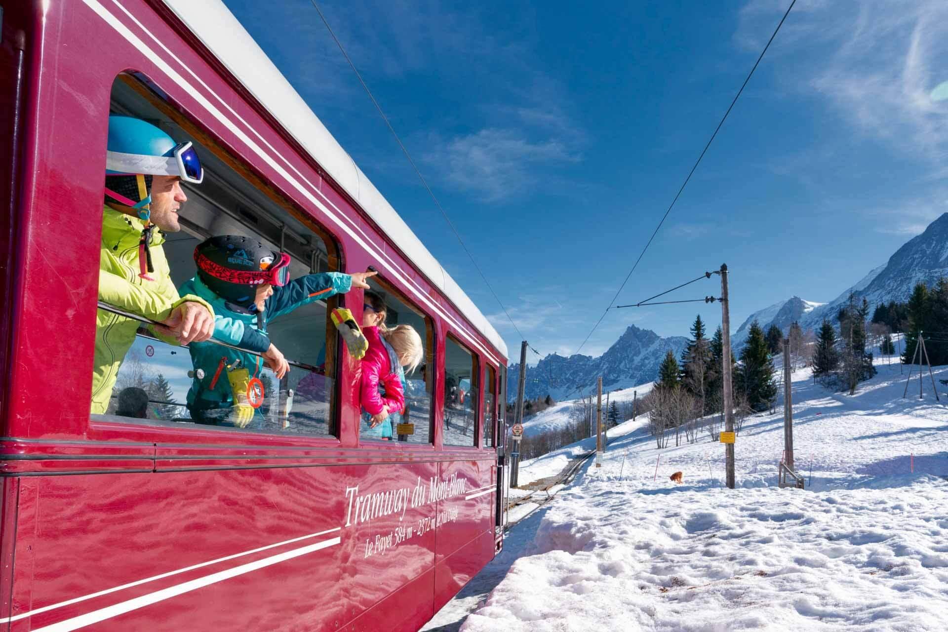 Le célèbre Tramway du Mont-Blanc qui permet de rejoindre le domaine skiable Les Houches Saint-Gervais ©Boris Molinier
