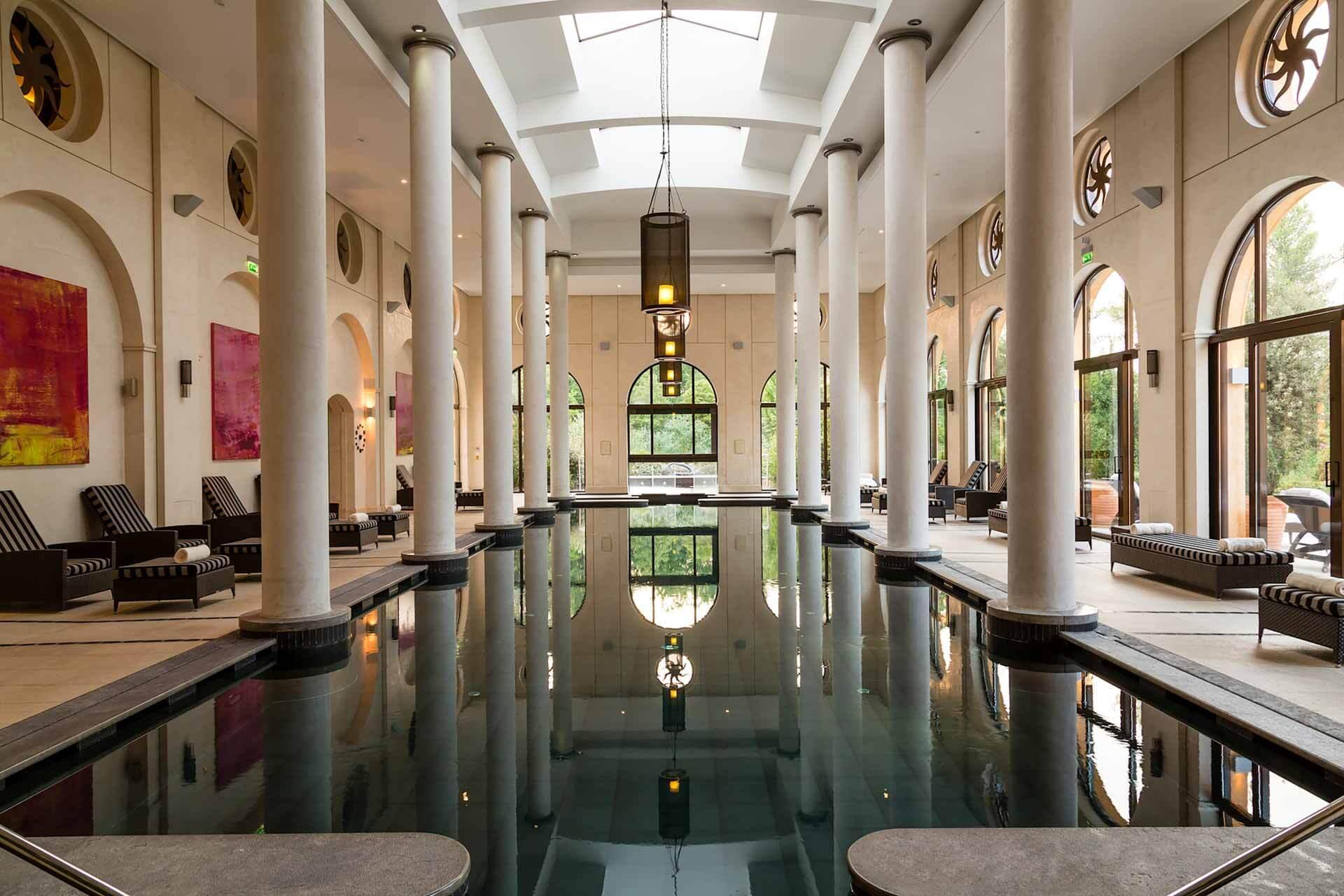 La piscine du spa Terre Blanches Hôtel Spa Golf Resort © DR