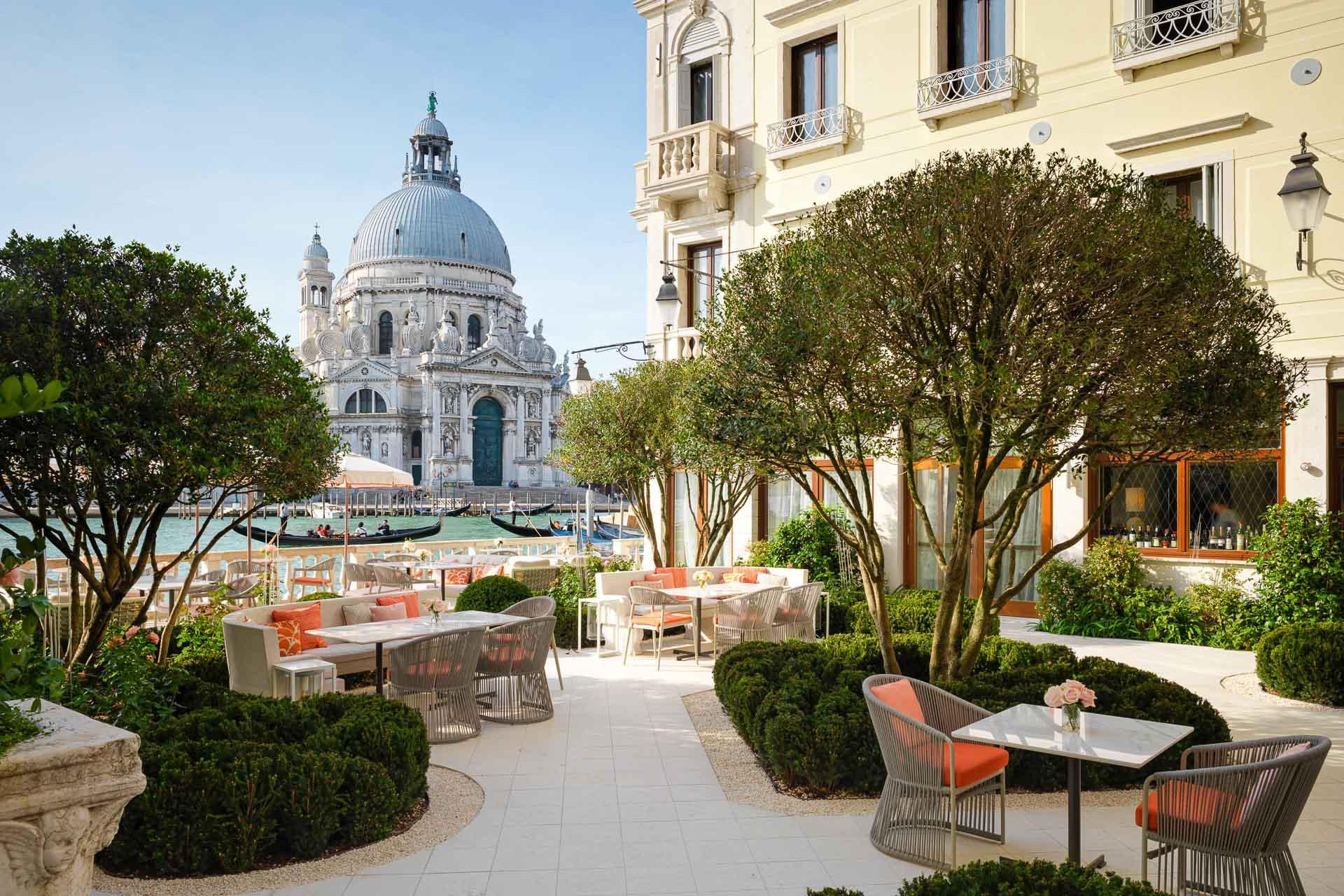 St. Regis Venice – la terrasse jardin. © Niall Clutton
