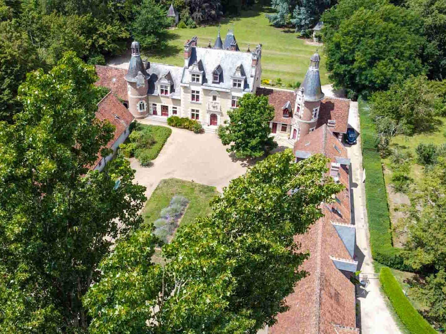 Le château de Troussay vu du ciel © OT Blois Chambord