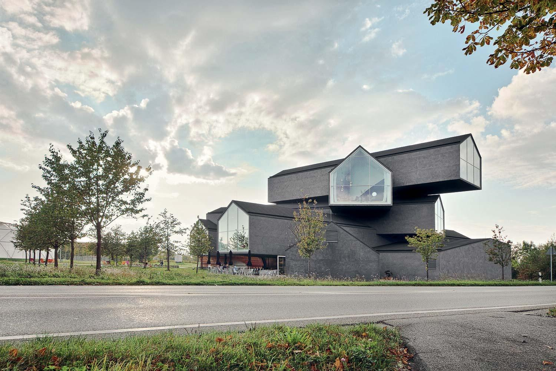 La VitraHaus par les architectes Herzog & de Meuron. © Basel Tourismus.