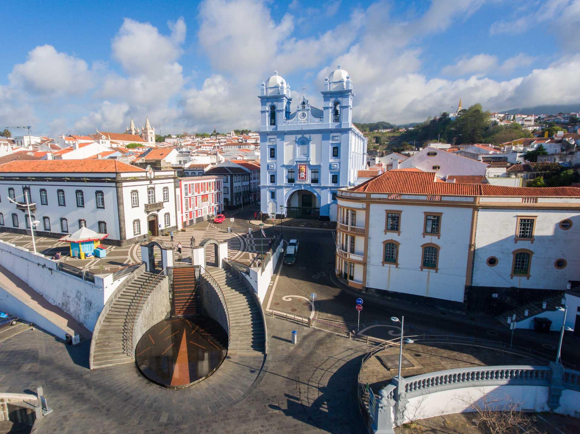 Angra do Heroísmo vue depuis son port © VisitAzores