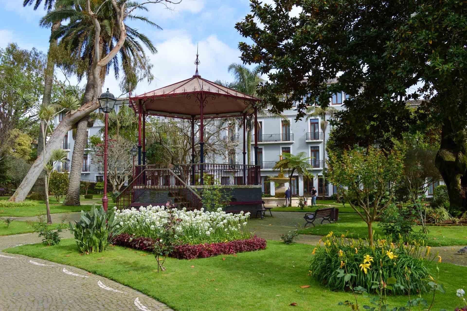 L'arrière de l'hôtel Angra Garden Hotel donne sur le jardin Duque da Terceira © YONDER.fr/PG
