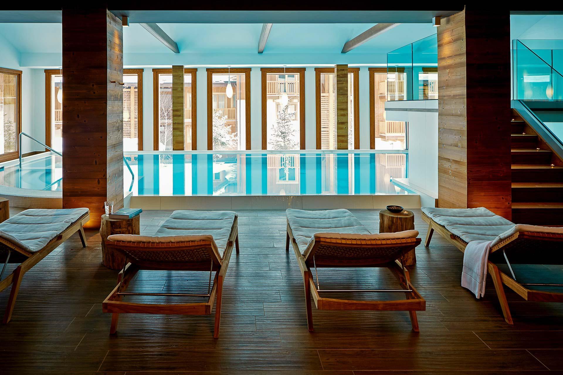 La piscine de l'hôtel Montana Lodge and Spa, membre de Designhotels et seul 5 étoiles de La Thuile. © Montana Hotel