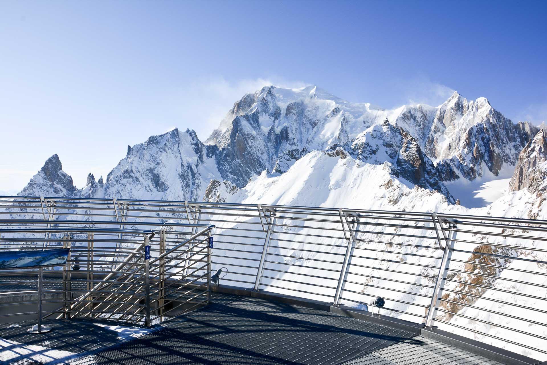 Depuis la terrasse du Buffet d'altitude du Skyway, bienvenue face au Mont Blanc! © Emmanuel Laveran
