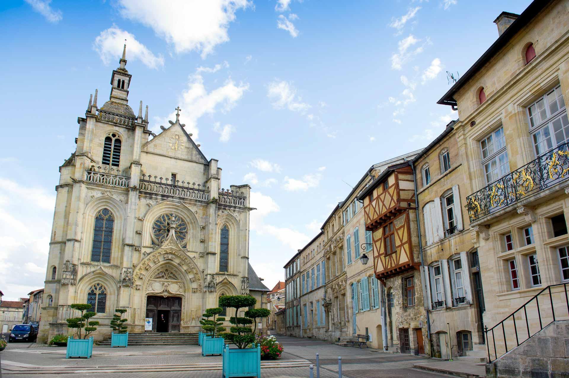 La Place Saint-Pierre et la cathédrale de Bar-le-Duc © Guillaume Ramon