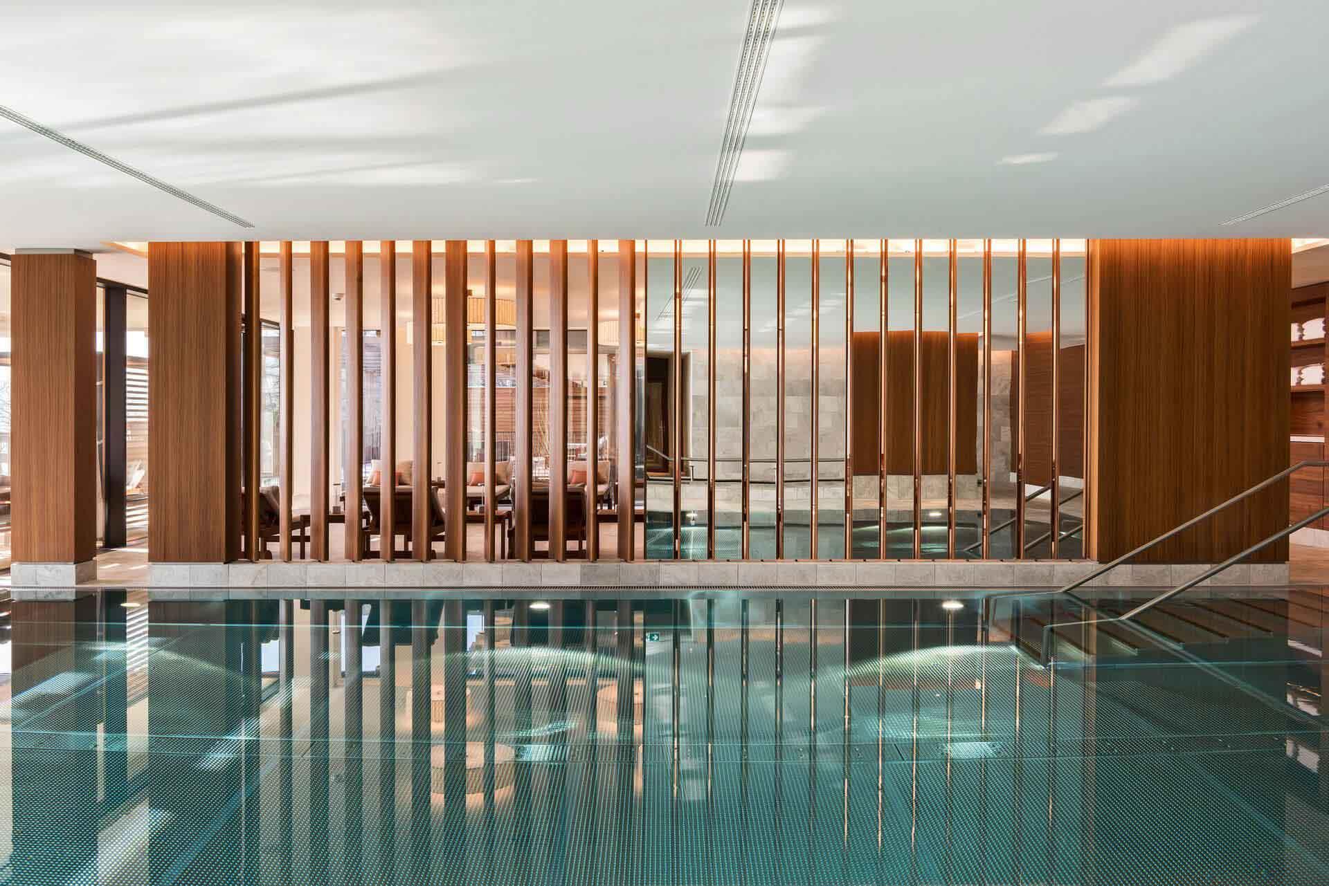 La piscine du Bürgenstock Hotels & Resort © DR