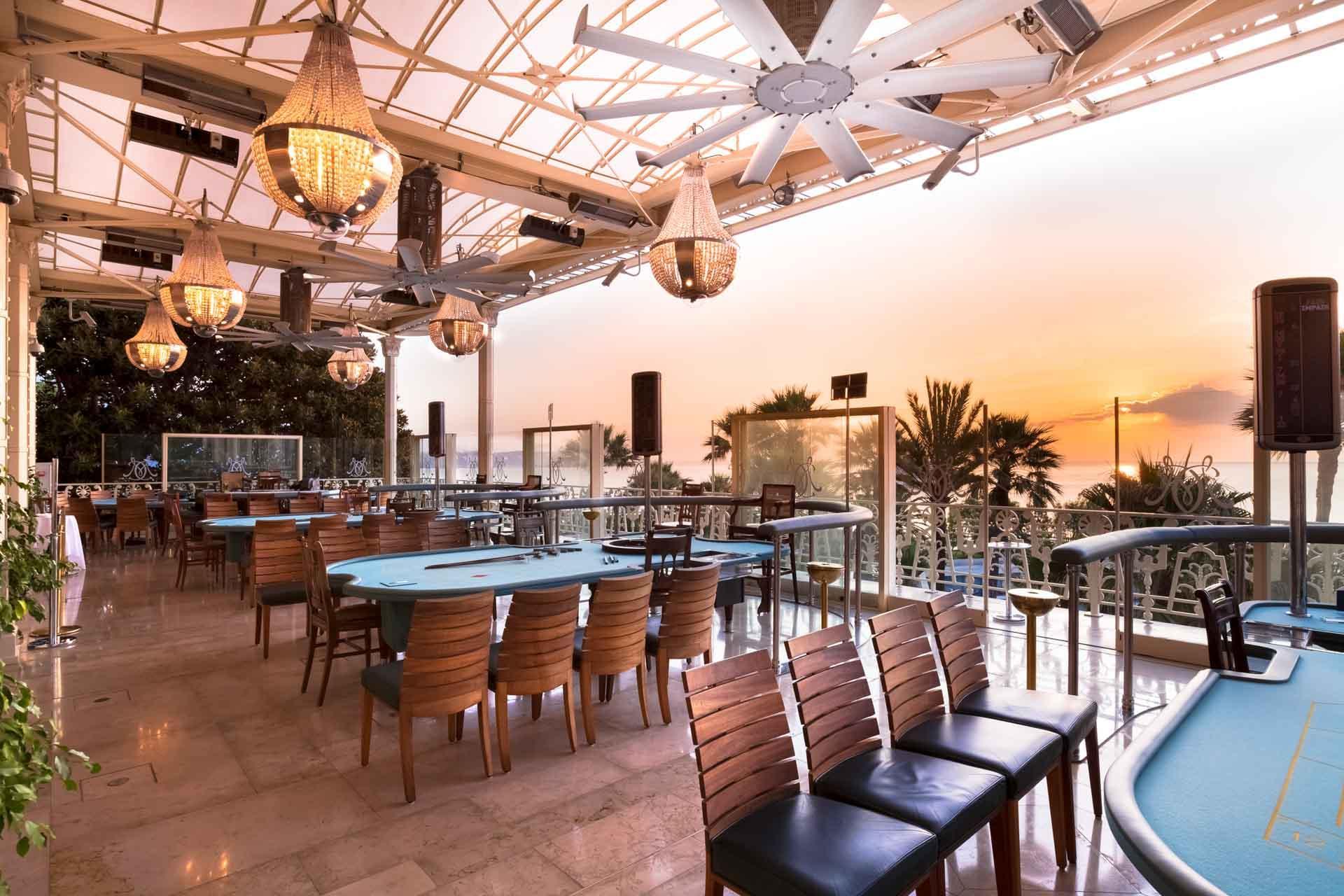 Comble du luxe, la Salle Blanche où jouer en plein air... réservée à une poignée de clients VIP © MONTE-CARLO Société des Bains de Mer