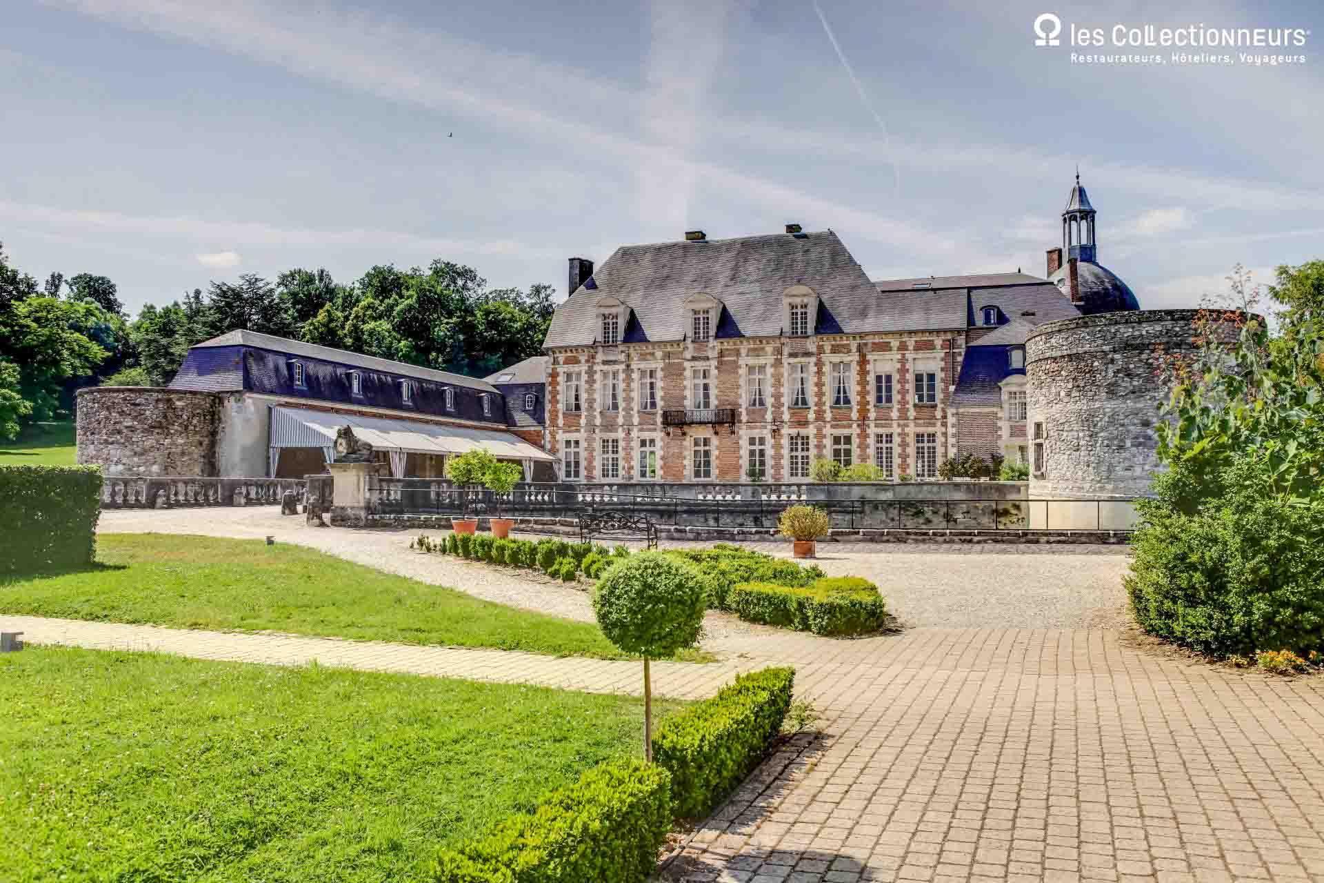 Château d'Étoges — Vue de la façade © Les Collectionneurs